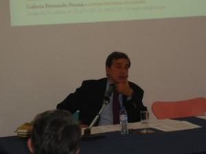a mesa da Conferência com o orador Vasco Graça Moura